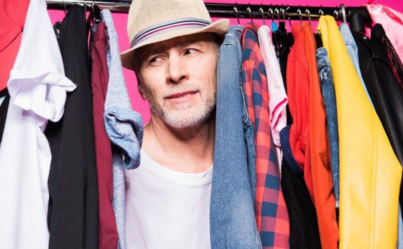 Giv din far et tøjstativ med plads til skjorter, slips og accessories